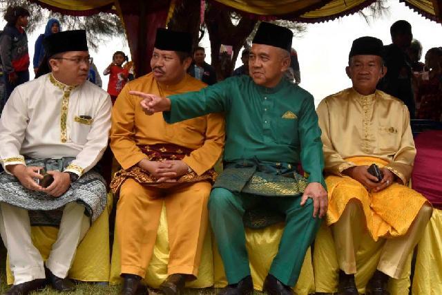 Bupati Minta Dukungan Gubri Bangun Jalan Pulau Rupat